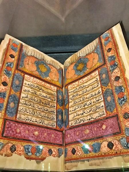 Livre ancien au musée national d'Oman
