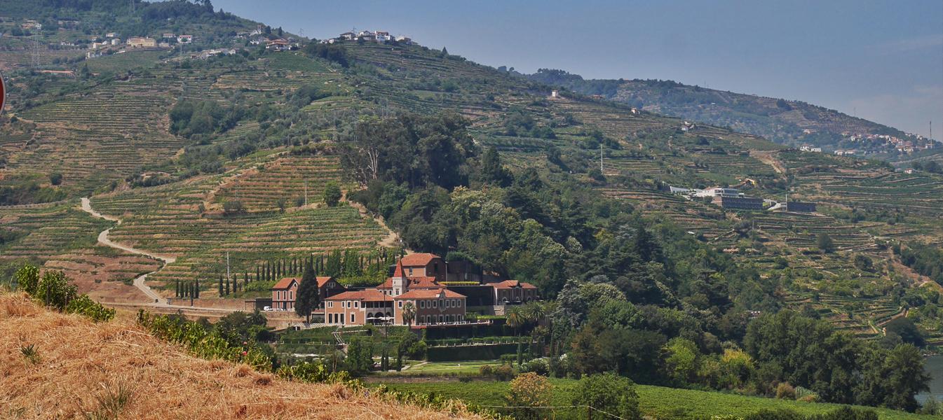 La vue du Six Senses Douro depuis la route